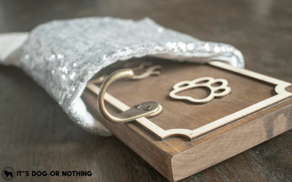 Enter to win a beautiful key and leash holder for Cades & Birch in It's Dog or Nothing's 12 Days of Giveaways!